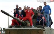 Хоккеисты сборной России покатались на танках Новости
