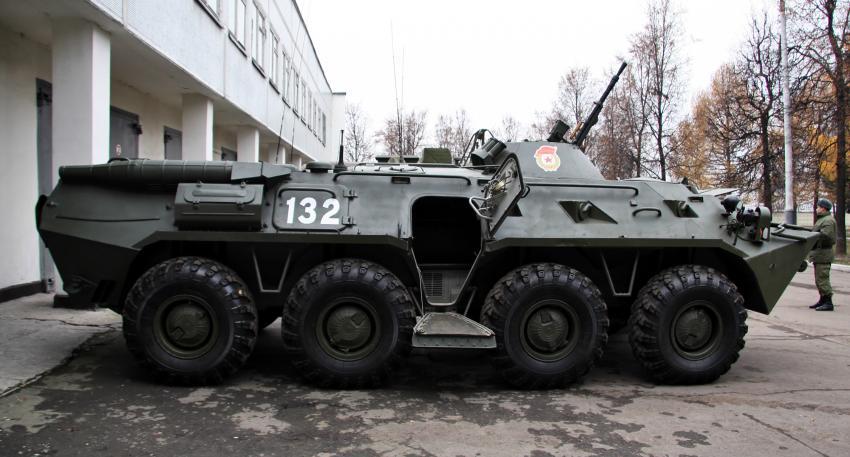 В Санкт-Петербурге полиция гналась за БТРом Новости
