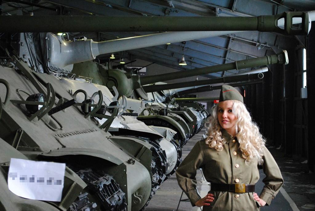 енный,наверное,или просто блондинка на танке фото этого момента