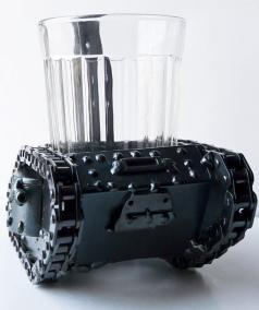 подстаканник в виде танка