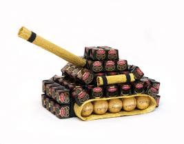танк из шоколадных конфет