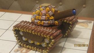 танк из конфет своими руками