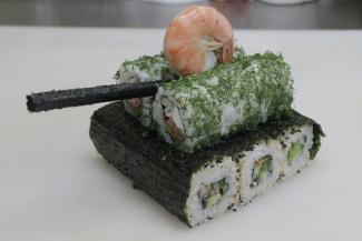 танк из еды суши